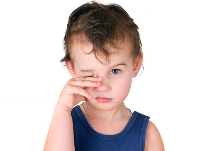 Малыш часто трет глазки
