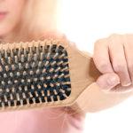 Почему выпадают волосы? Как это избежать?
