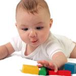 Маленький путь и большие достижения: что должен уметь ребенок в 6 месяцев