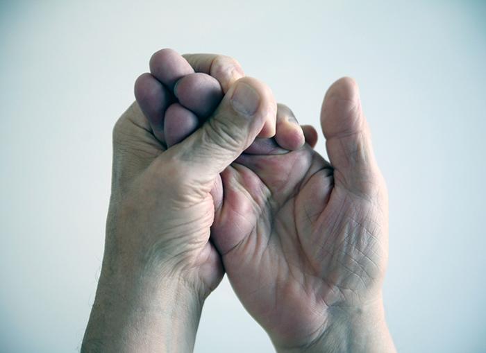 руки немеют и отекают